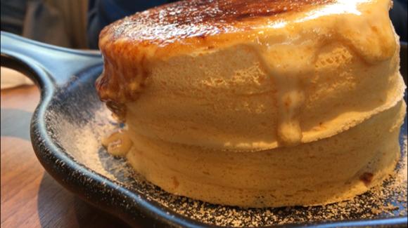 日の出カスタードのブリュレパンケーキ