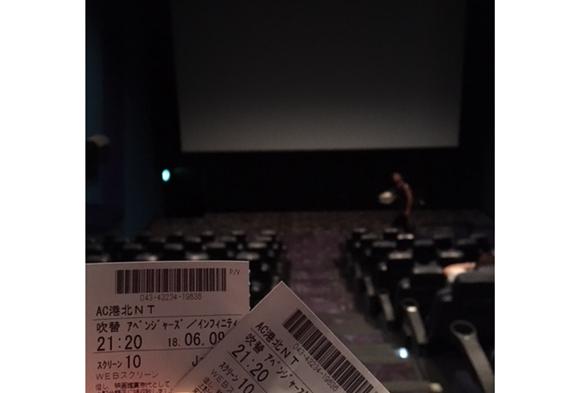 映画館の真ん中の席