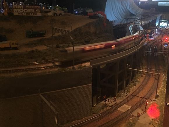 ジオラバーで走る鉄道模型