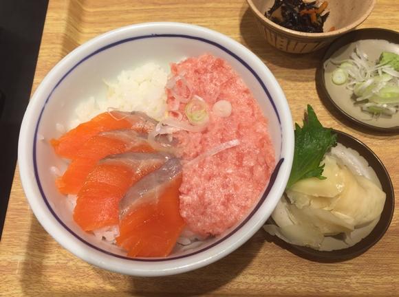 築地食堂源ちゃん横浜スカイビル店のサーモンネギトロ丼